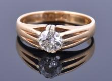 An 18ct yellow gold and solitaire diamond gent's ring