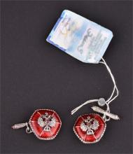 A pair of silver and enamel chain and barRussian cufflinks with eagle crests, 2 cm diameter (2).