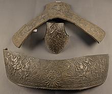 Lot de pièces d'armure de cheval en cuivre argenté, à décor de style Renaissance en ronde-bosse  XIXe siècle