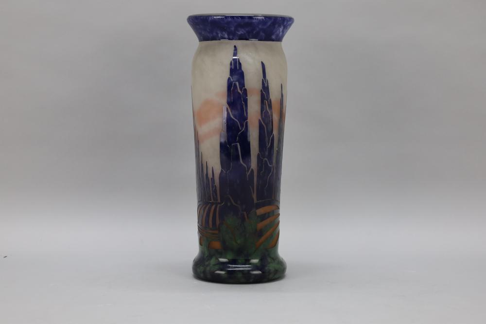 Le Verre Francais, Art deco vaas van pate de verre - Hoogte 32 cm.