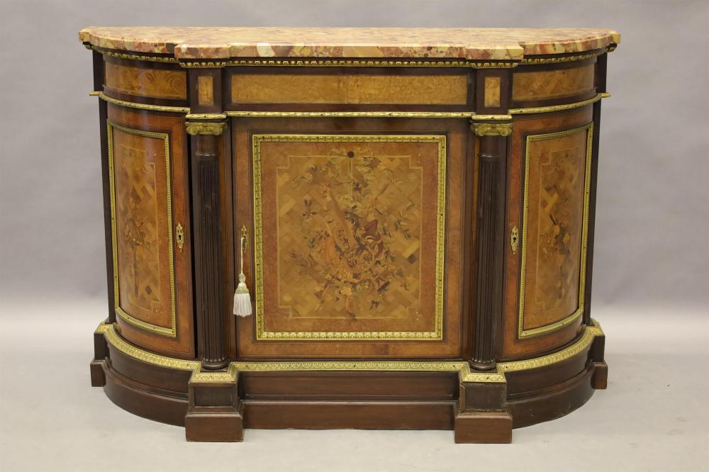 Notelaren gemarketteerde Napoleon III dresse met afgeronde zijkanten, marmeren blad en tafereel van