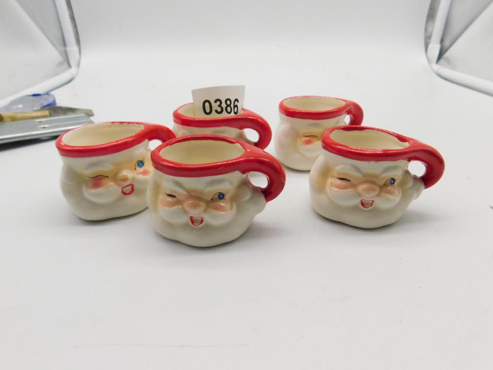 5 MINATURE SANTA CUPS