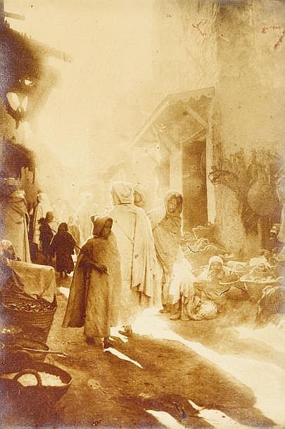 Alexandre Bougault (1851-1911)  Afrique du Nord, c. 1900.  Palmeraies. Souks. Médina.  Sept épreuves argentiques d'époque. Timbre sec A. Bougault Editeur dans l'image en bas.  Formats : 27 x 21,5 et 59 x 23 cm. Cadres.