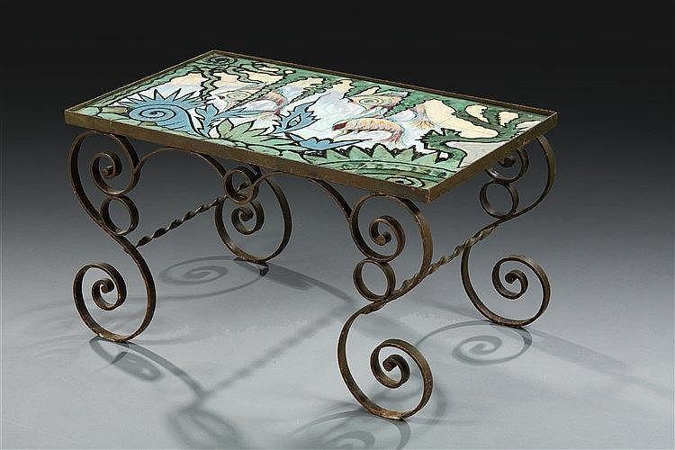 Paul Fouillen ?(1899-1958) Quimper Table basse à structure en métal à enr