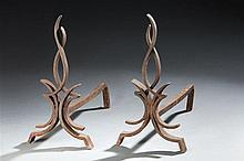 Raymond SUBES (dans le goût de) Paire de chenets en fer forgé modèle flamm