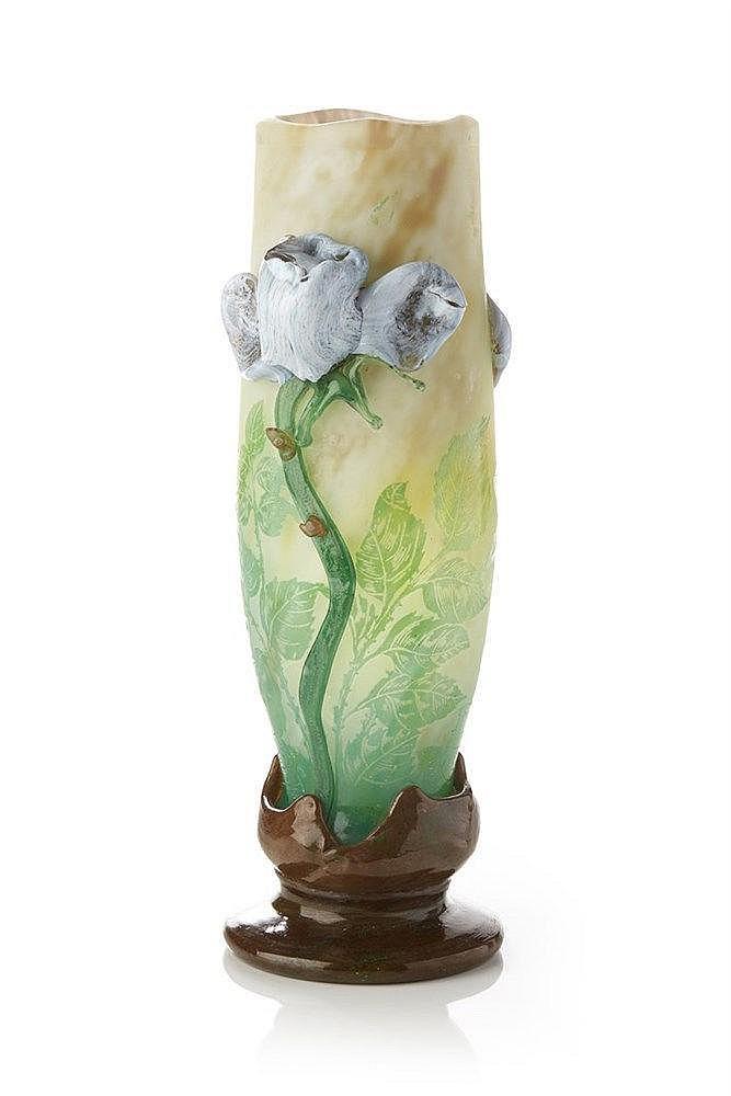 GALLÉ  Vase en verre dégagé à l'acide de couleur verte. Anses et pied en p