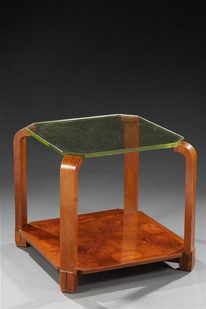 Maurice ALET (1874-1967) Guéridon en marqueterie. Plateau de verre. H6
