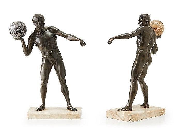 Paire de statuettes en régule représentant des athlètes. Epoque vers 1930