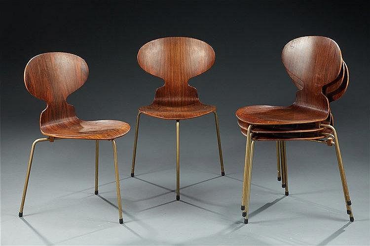 Arne JACOBSEN (1902 - 1971) Suite de cinq chaises mod. 3100 dites ?« Four