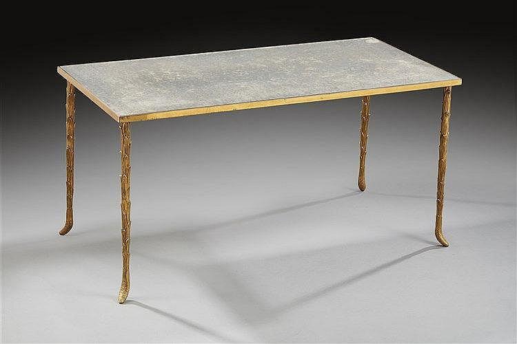 Maison bagues Table basse en bronze à piétement végétal et plateau en verr