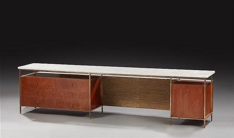 Paul McCobb (1917-1969) (attribué à)  Meuble bas retro éclairé à structure