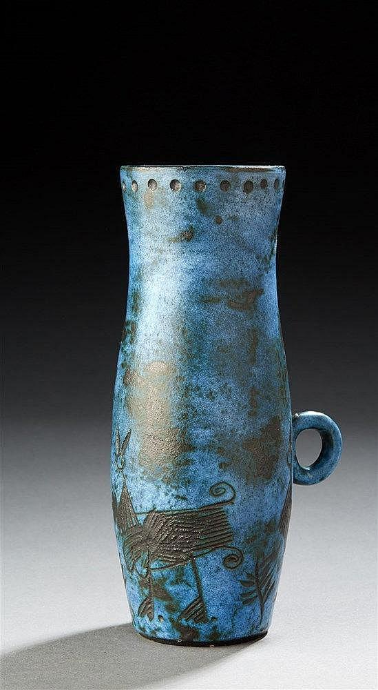 Jacques BLin ?(1920-1995) Pichet émaillé bleu et noir a décor inciser d'an