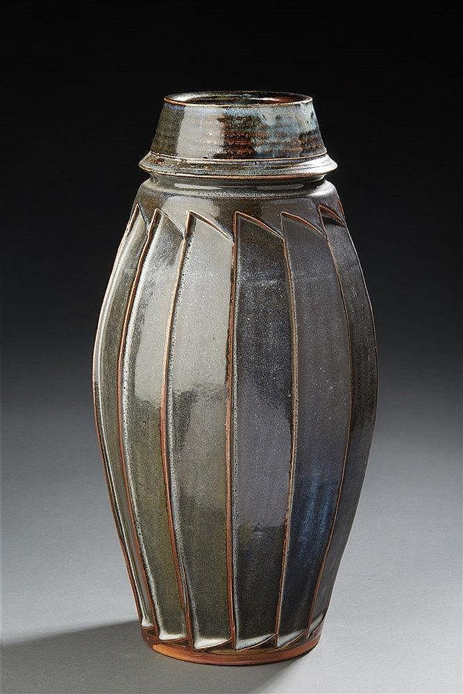 Gérard Quinchez ?(né en 1949)  Grand vase ovoïde en grès émaillé noir à la