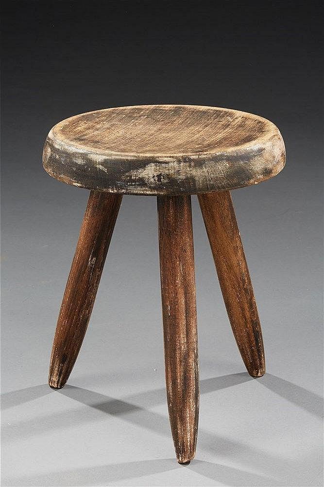 Charlotte PERRIAND (1903-1999) Tabouret en bois à patine noire (usée) à as