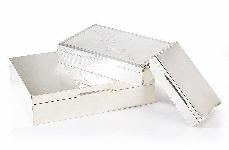 Ensemble de trois boîtes à cigarettes une en argent et deux en métal arge