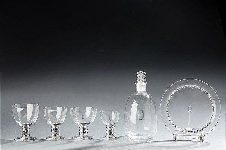 René LALIQUE (1860-1945) Modèle UNAWHIR créé en 1926. Ensemble de verres e