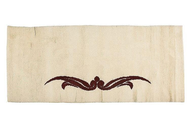 Ivan Da Silva Bruhns (1881-1980) Tapis rectangulaire en laine , à décor d'