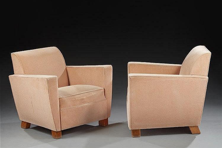 Maison Dominique ?( attribué à )  Paire de fauteuils club cubiques à dossi