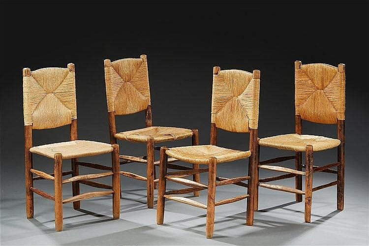 Pierre Jeanneret (1896-1967) Suite de quatre chaises en frêne massif tourn