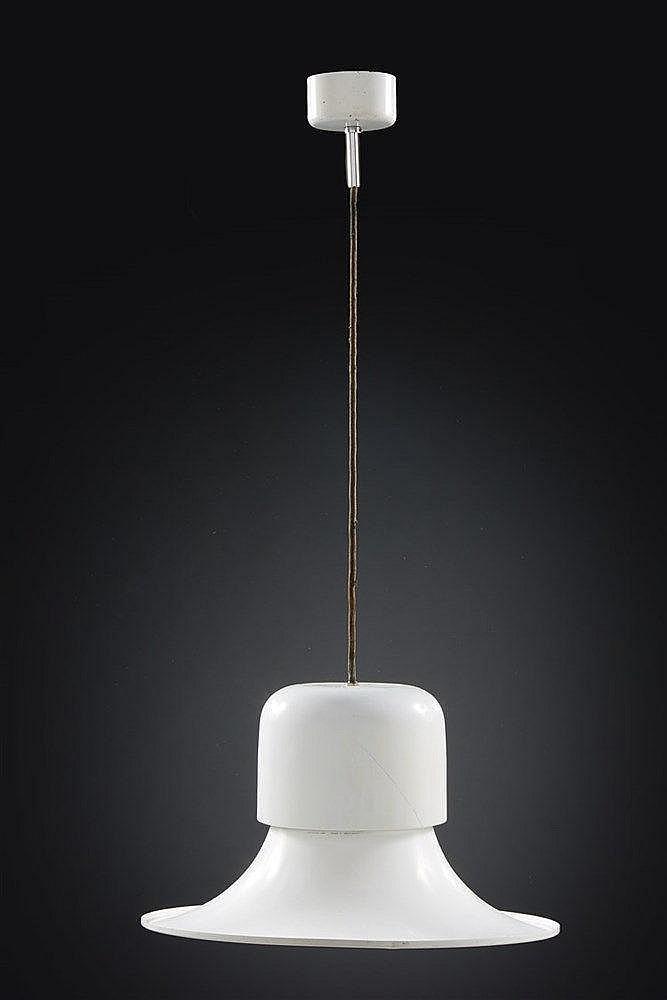 Stilnovo Editeur Suspension en métal laqué blanc. Dim. : 24 x 43 cm