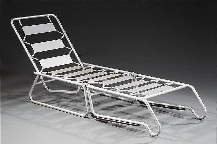 Francois Caruelle (XXe) Paire de fauteuils inclinables et transformables e