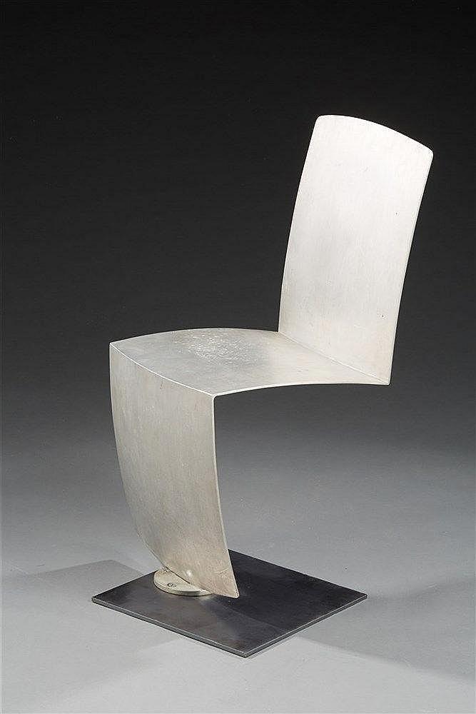 Philippe Starck (né en 1949) & Les Fonderies de Paris Rare chaise pivotant