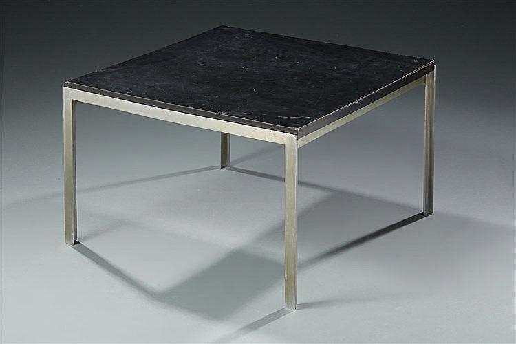 Florence Knoll (Née en 1917) ?& Knoll Editeur  Table basse modèle T Angle