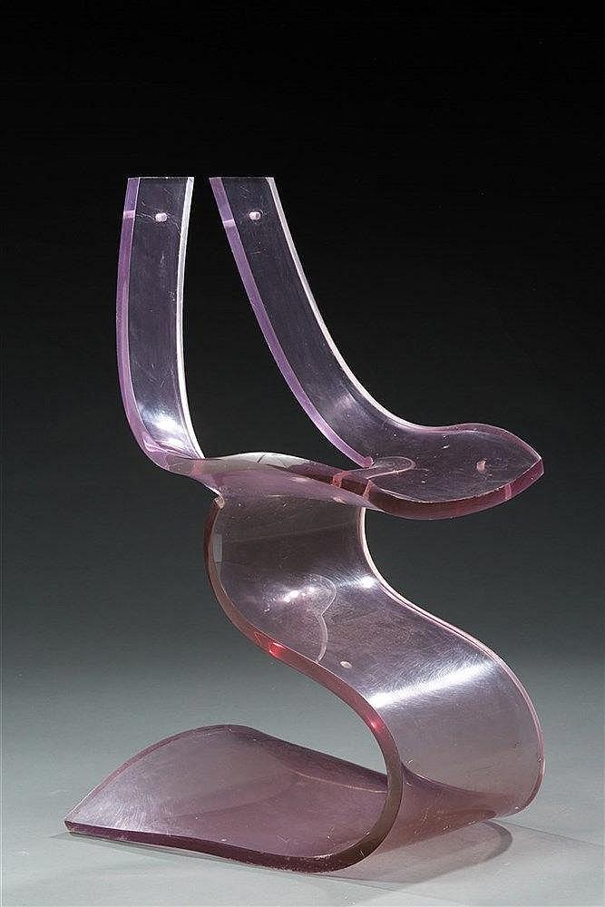 Michel Dumas?(XXe) Chaise modèle Lucite  Structure monobloc formée d'une
