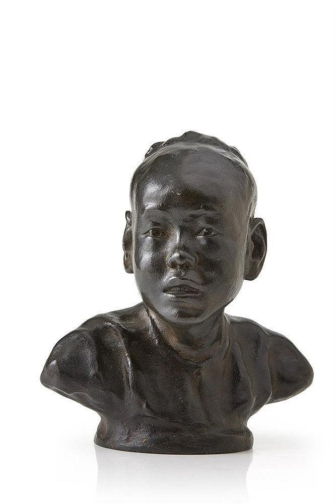 NA DUC THUC (XXe) Bronze à patine brune figurant un jeune homme asiatique