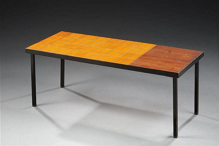 Roger Capron (1922-2006 )  Table basse rectangulaire à structure métalliq