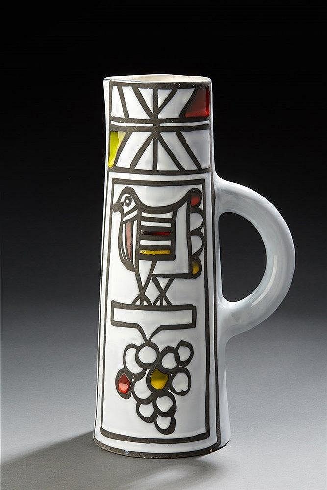 Roger Capron  (1922-2006)  Pichet tronconique en faïence à décor émaillé