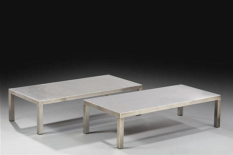 Maria Pergay ?(Née en 1930) Paire de tables basses de 1970 en acier satiné