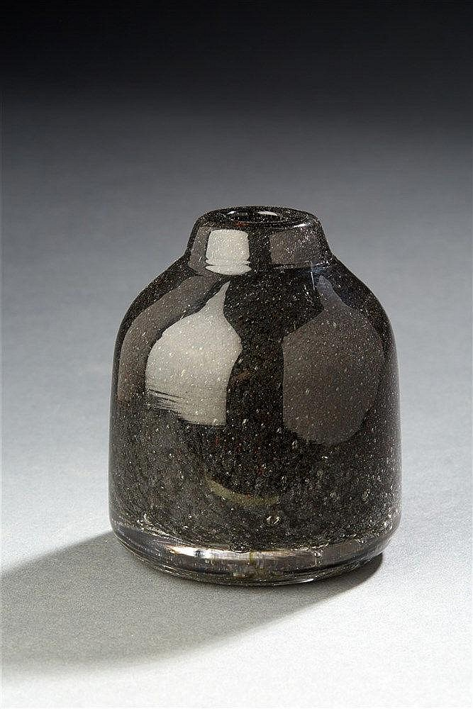 André Thuret?(1898-1965) Vase soliflore modelé à incrustations, marbré noi