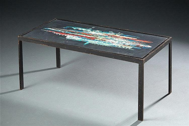 Table basse à piétement en acier et plateau en métal à décor abstrait pol
