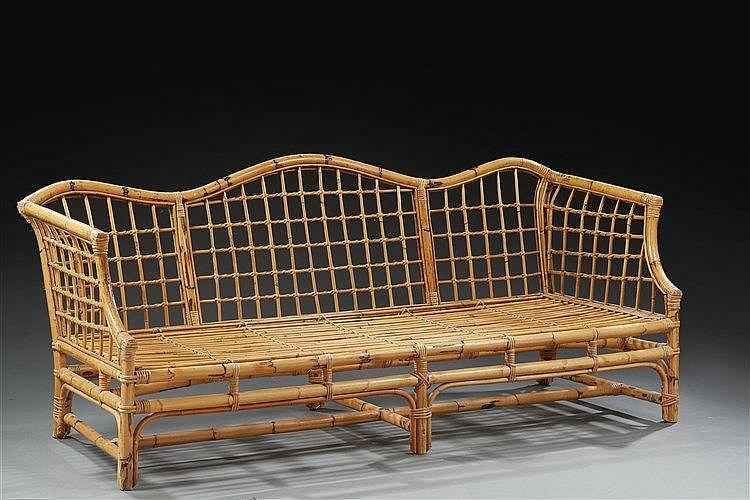 Ensemble en rotin  comprenant un grand canapé cage et un fauteuil à oreill