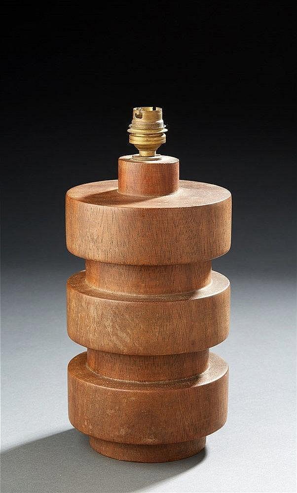 Lampe  en bois. Travail 1950.  H. : 28 cm