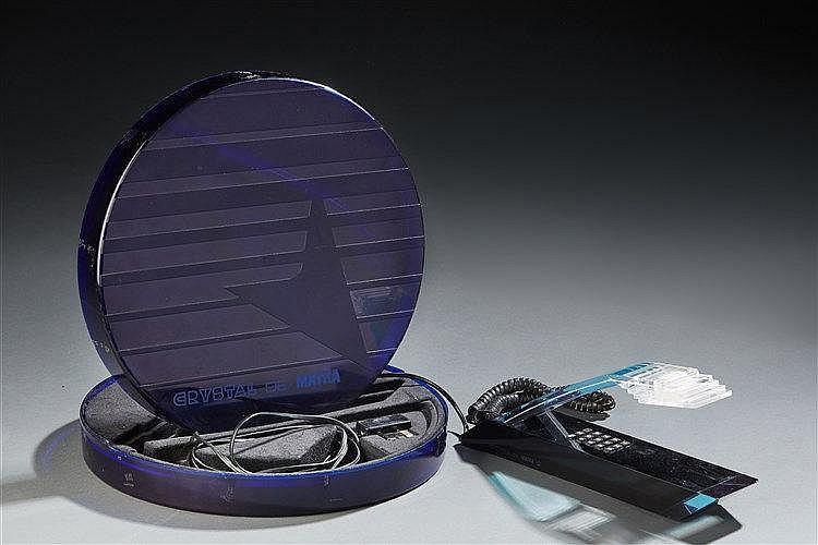 Téléphone  Cristal de Matra dans sa boite d'origine. Travail 1980