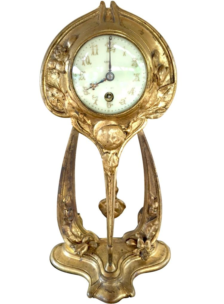 Adolphe Armand TRUFFIER (actif entre 1890 et 1930) Pendule en bronze doré