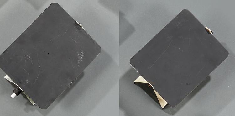 Charlotte Perriand (1903-1999) Paire d'appliques à volet pivotant en métal