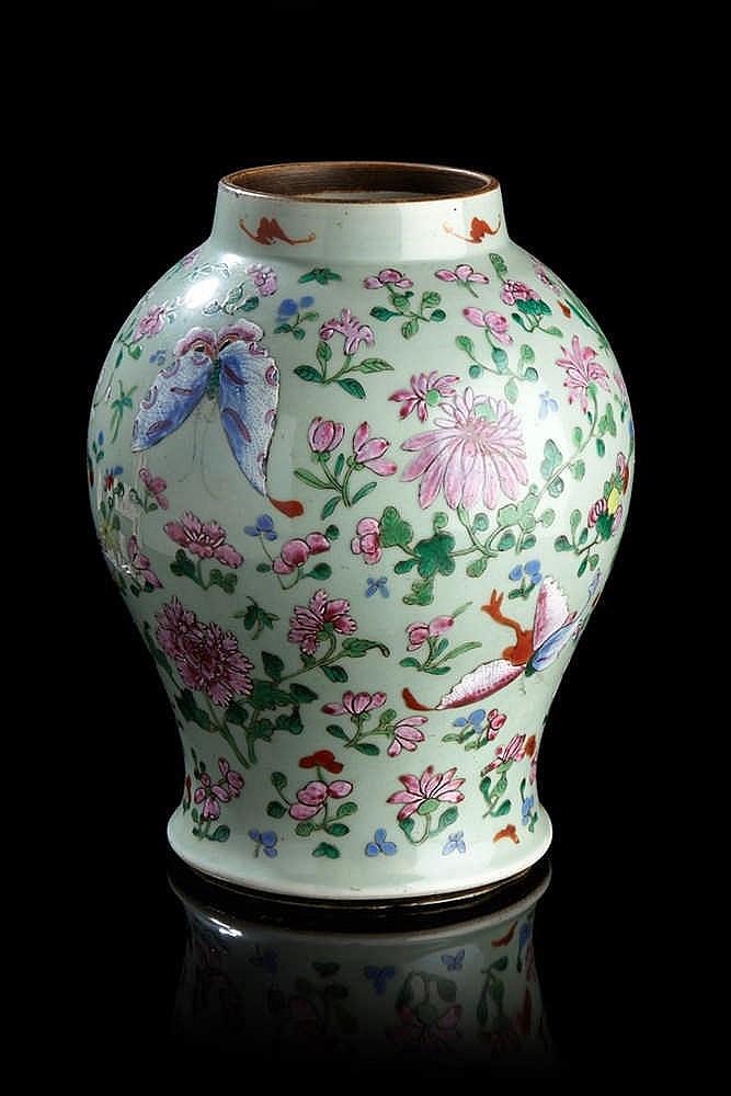 Chine potiche de forme balustre en porcelaine fond c ladon for Porcelaine de chine