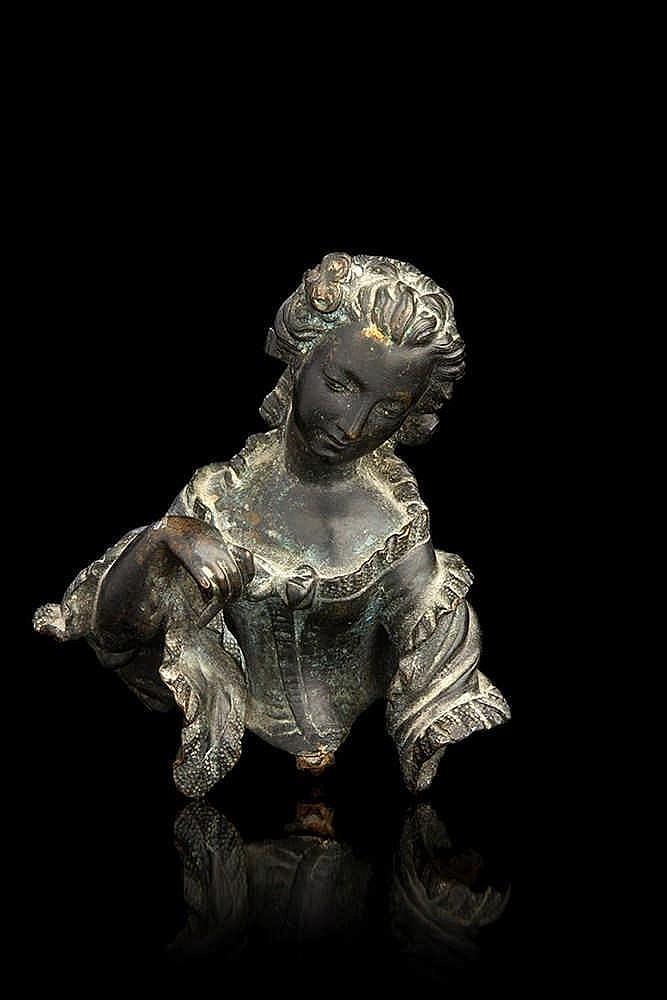 Buste de femme  en bronze ciselé et patiné.   XIXe siècle (probablement un