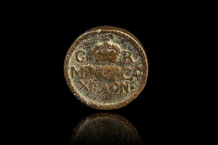 Médaille ou cachet en bronze. Inscription C une couronne R, MINORCA, XII.