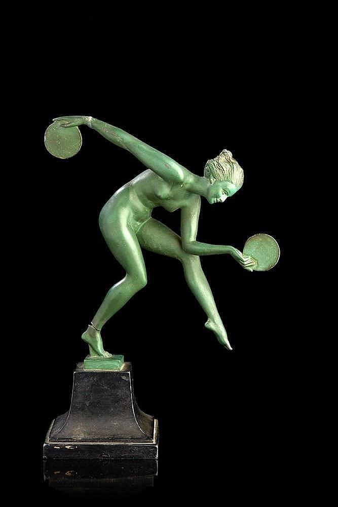 La lanceuse de disques. Bronze signé. Vers 1930. H. : 27 cm (accident j