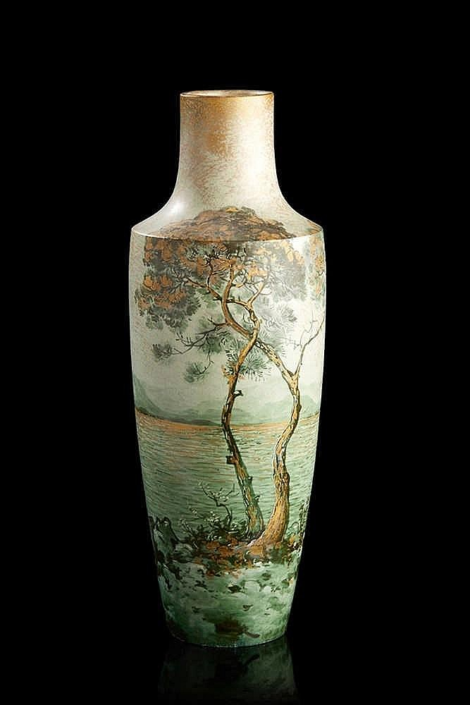 Clément MASSIER (1844-1917) Vase balustre en faïence, à décor de paysage