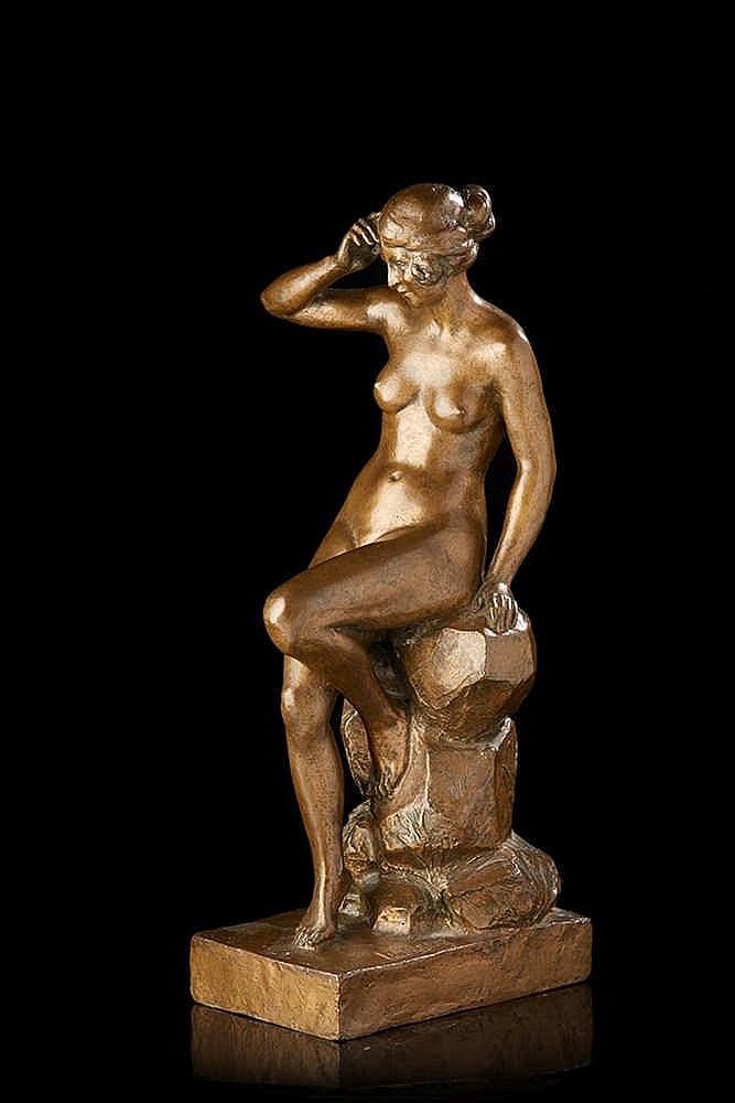 L. MALSERT   Femme nue assise sur un rocher.   Epreuve en bronze à patine b