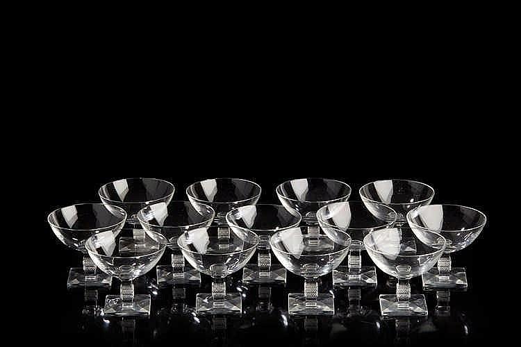LALIQUE France Modèle Argos Douze coupe à champagne en cristal.