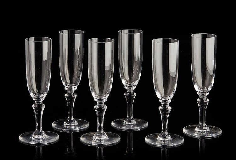 BACCARAT   Suite de six coupes de champagne en cristal.