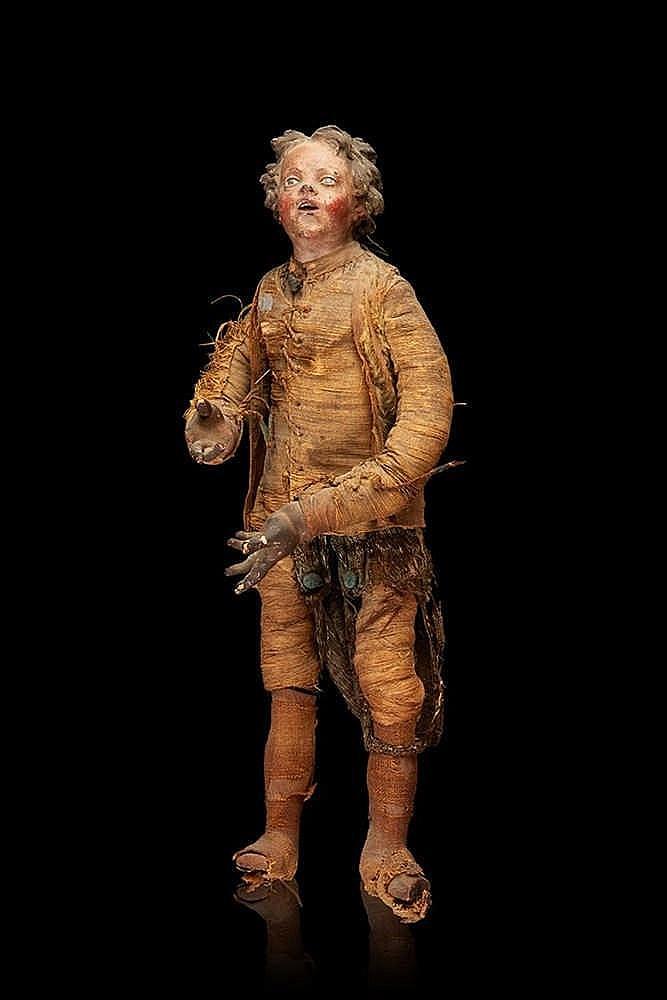 Santon en terre cuite et bois sculpté peint au naturel ; il est vêtu d'un
