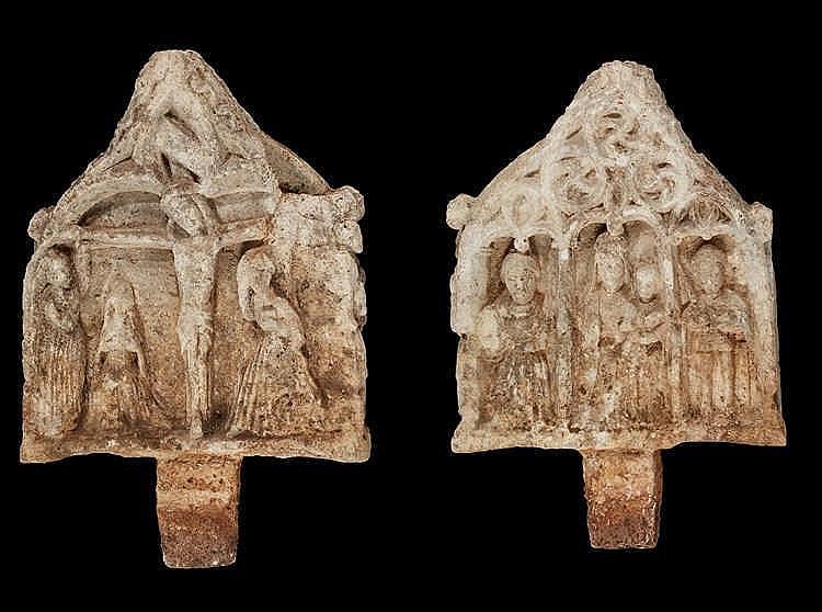 Important élément architectural gothique  figurant une scène religieuse dou