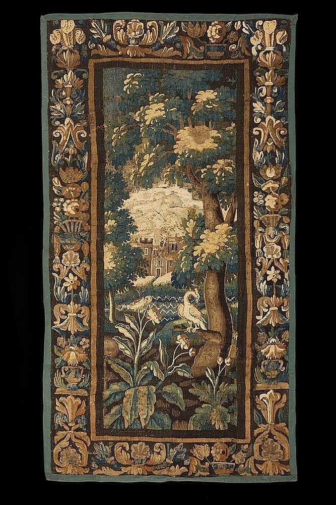 Panneau   en tapisserie représentant un paysage sylvestre animé d'un volati